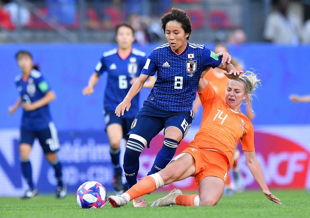 Còn hơn cả bóng đá: Xúc động khoảnh khắc các cô gái Nhật Bản đổ gục sau thất bại tiếc nuối nhưng cảm thấy ấm lòng hơn nhờ hành động này từ đối thủ - Ảnh 1.