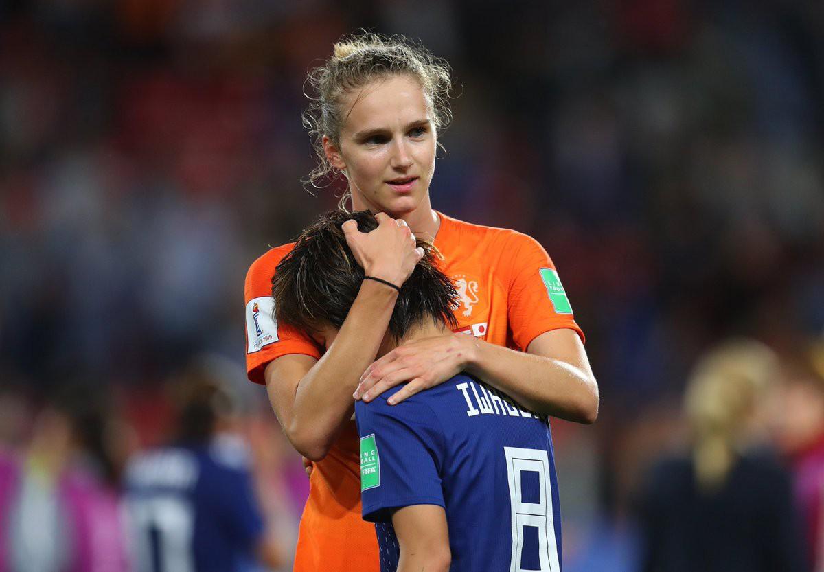 Còn hơn cả bóng đá: Xúc động khoảnh khắc các cô gái Nhật Bản đổ gục sau thất bại tiếc nuối nhưng cảm thấy ấm lòng hơn nhờ hành động này từ đối thủ - Ảnh 4.