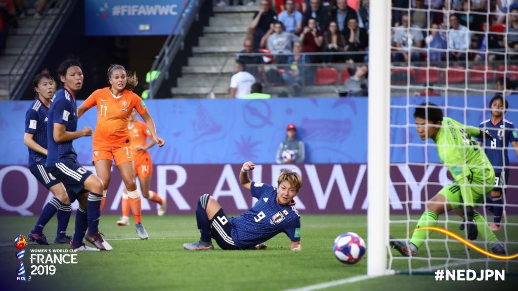 Còn hơn cả bóng đá: Xúc động khoảnh khắc các cô gái Nhật Bản đổ gục sau thất bại tiếc nuối nhưng cảm thấy ấm lòng hơn nhờ hành động này từ đối thủ - Ảnh 7.