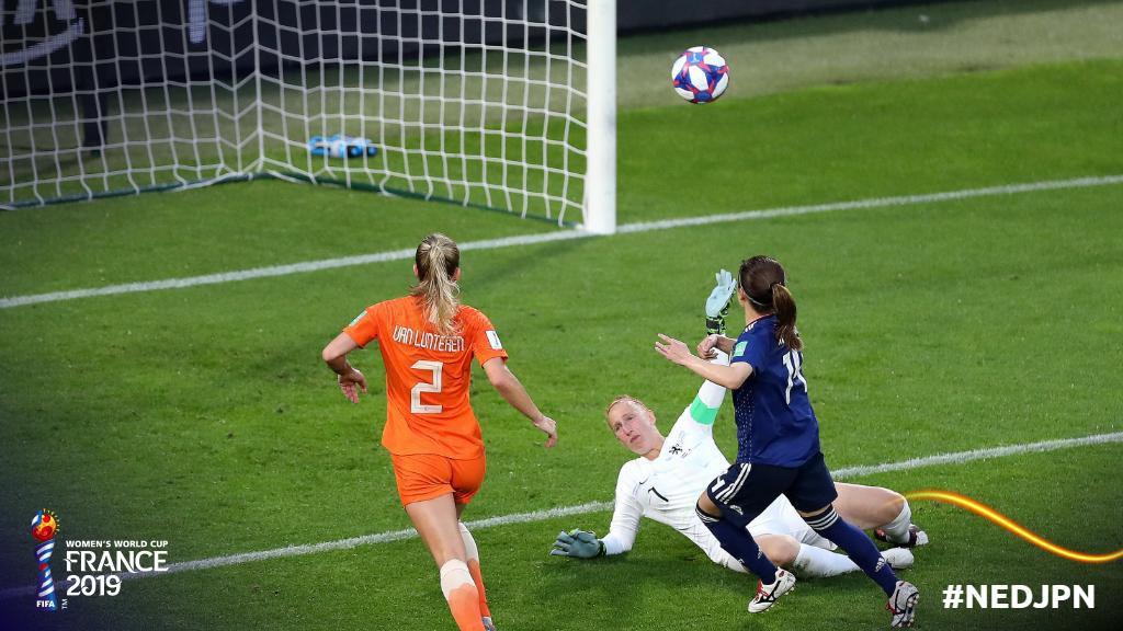 Còn hơn cả bóng đá: Xúc động khoảnh khắc các cô gái Nhật Bản đổ gục sau thất bại tiếc nuối nhưng cảm thấy ấm lòng hơn nhờ hành động này từ đối thủ - Ảnh 8.