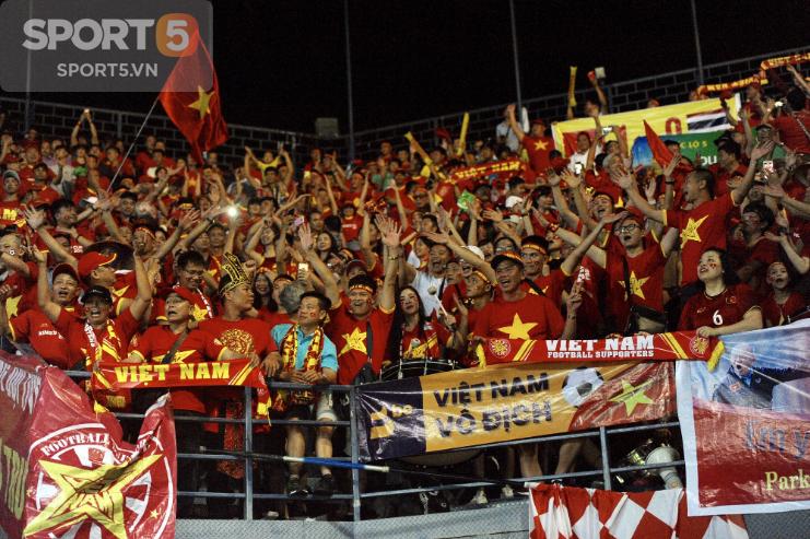 Fan Thái Lan hô vang tên Việt Nam sau trận thua ở Kings Cup 2019 - Ảnh 2.