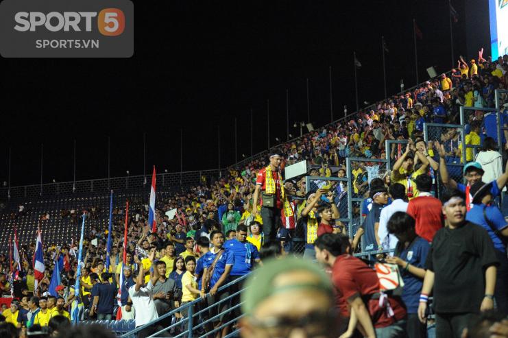 Fan Thái Lan hô vang tên Việt Nam sau trận thua ở Kings Cup 2019 - Ảnh 3.