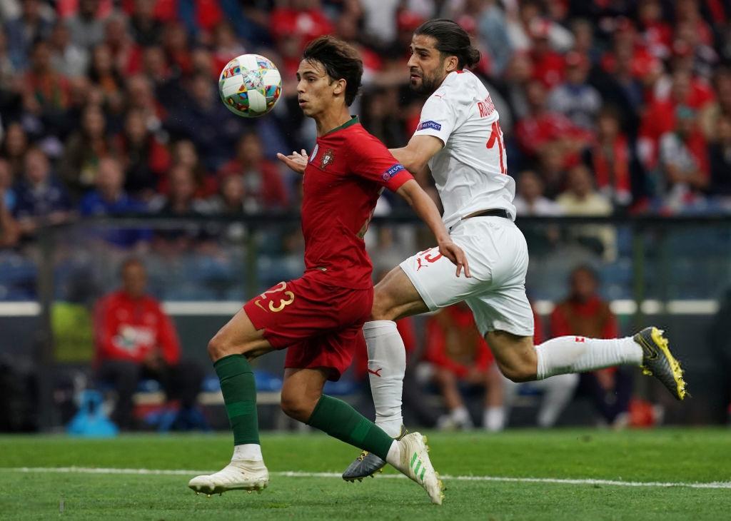 Siêu nhân Ronaldo một mình ghi 3 bàn thắng đẹp, gánh tuyển Bồ Đào Nha vào chơi trận chung kết UEFA Nations League - Ảnh 1.