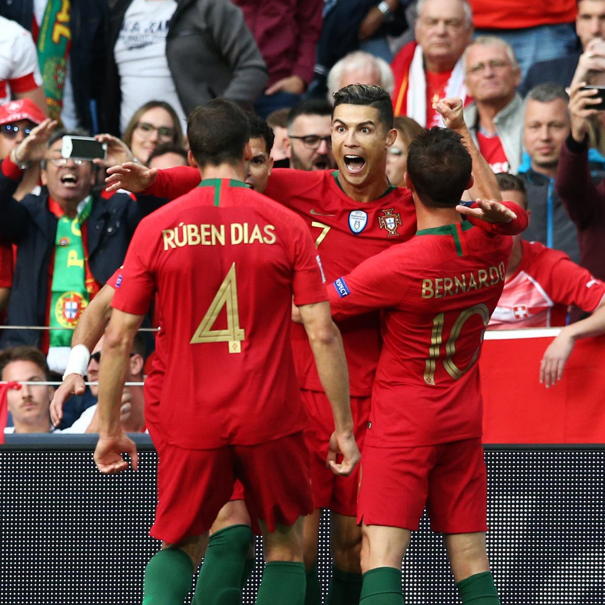 Siêu nhân Ronaldo một mình ghi 3 bàn thắng đẹp, gánh tuyển Bồ Đào Nha vào chơi trận chung kết UEFA Nations League - Ảnh 4.