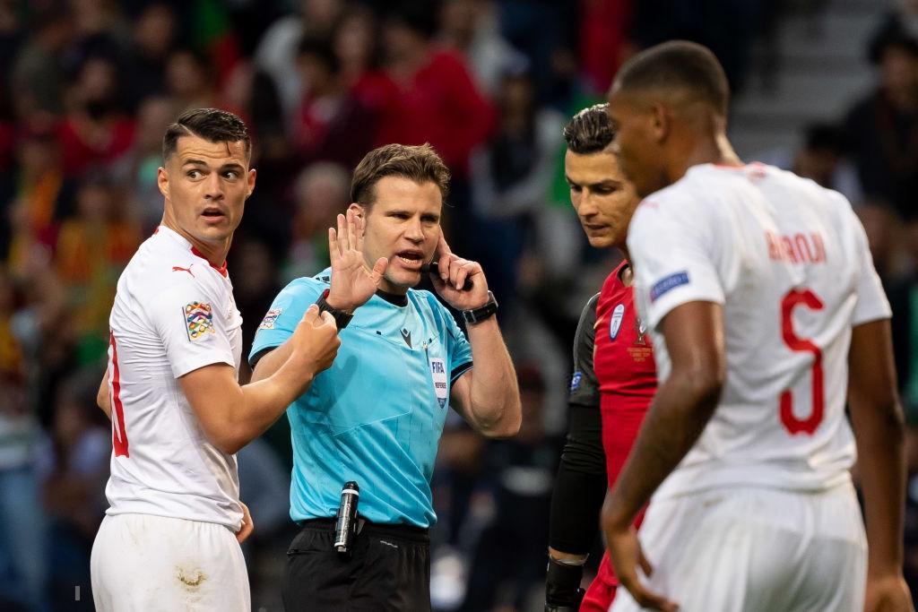 Siêu nhân Ronaldo một mình ghi 3 bàn thắng đẹp, gánh tuyển Bồ Đào Nha vào chơi trận chung kết UEFA Nations League - Ảnh 5.