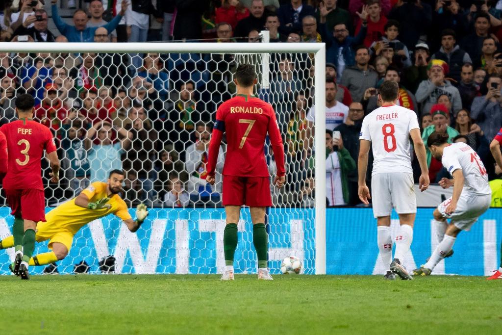 Siêu nhân Ronaldo một mình ghi 3 bàn thắng đẹp, gánh tuyển Bồ Đào Nha vào chơi trận chung kết UEFA Nations League - Ảnh 7.