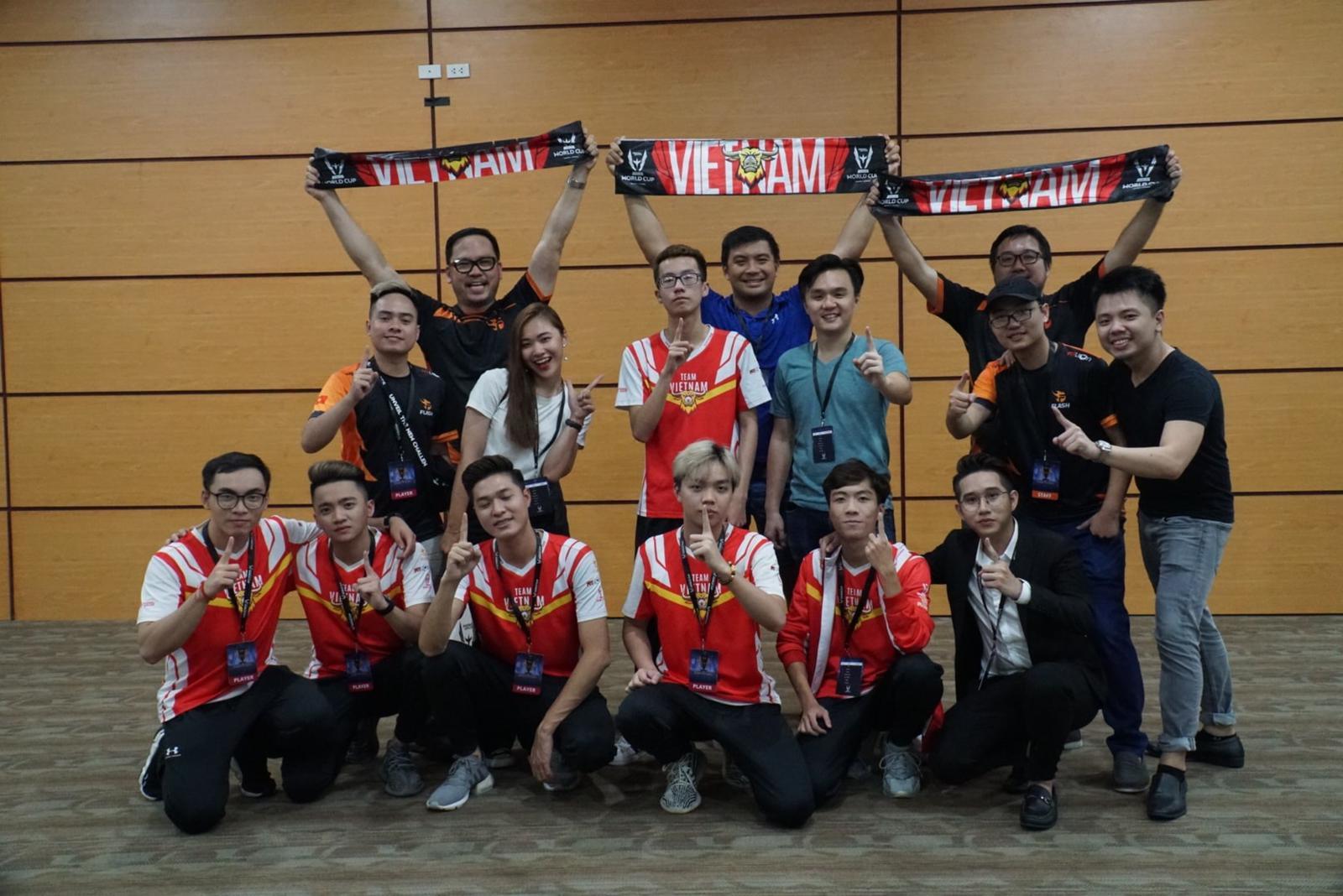CEO Terence Ting cùng Team Flash tại giải đấu AWC 2019