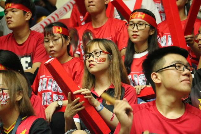 Fan nữ xinh đẹp tiếp lửa giúp Cantho Catfish đại thắng Saigon Heat - Ảnh 12.