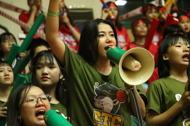 Fan nữ xinh đẹp tiếp lửa giúp Cantho Catfish đại thắng Saigon Heat - Ảnh 5.