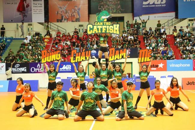 Fan nữ xinh đẹp tiếp lửa giúp Cantho Catfish đại thắng Saigon Heat - Ảnh 8.