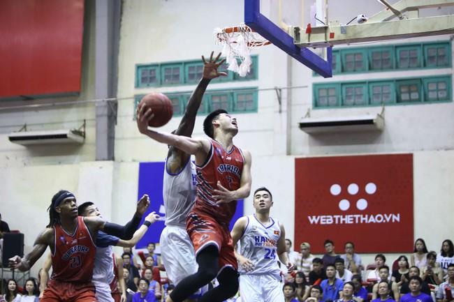 Hanoi Buffaloes lần đầu vào chung kết VBA sau chiến thắng kịch tính trước Thang Long Warriors - Ảnh 2.