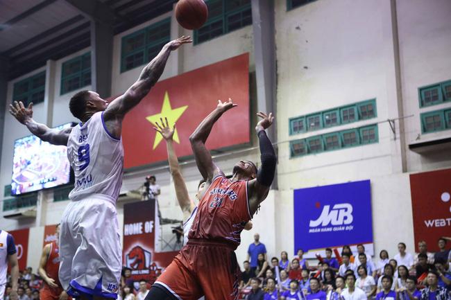Hanoi Buffaloes lần đầu vào chung kết VBA sau chiến thắng kịch tính trước Thang Long Warriors - Ảnh 3.