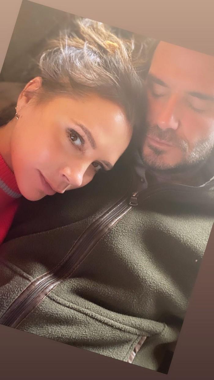 Victoria bất ngờ với món quà giản dị nhưng ấm lòng từ David Beckham, còn khiến các fan phải ghen tị với bức hình tình cảm của hai vợ chồng - Ảnh 2.