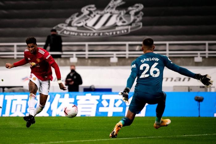 Phản lưới nhà và hỏng phạt đền, Man Utd vẫn thắng ngược nhờ 3 bàn trong 10 phút cuối - ảnh 10