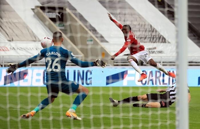 Phản lưới nhà và hỏng phạt đền, Man Utd vẫn thắng ngược nhờ 3 bàn trong 10 phút cuối - Ảnh 8.