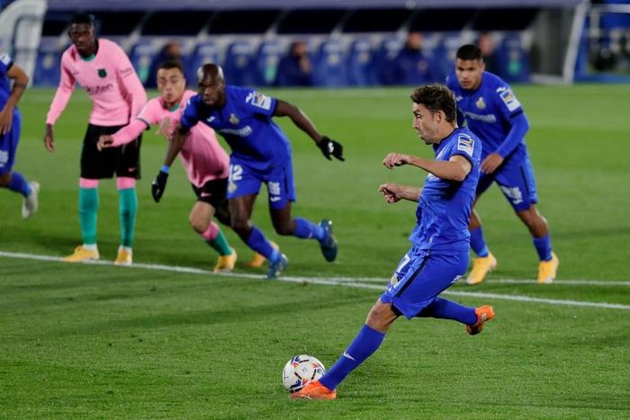 Messi bị đánh cùi chỏ, nằm sân đau đớn trong thất bại bất ngờ của Barcelona - ảnh 10