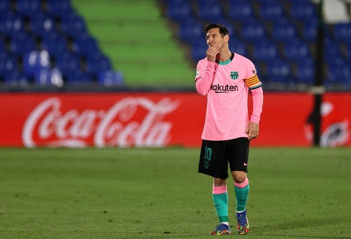 Messi bị đánh cùi chỏ, nằm sân đau đớn trong thất bại bất ngờ của Barcelona - ảnh 1