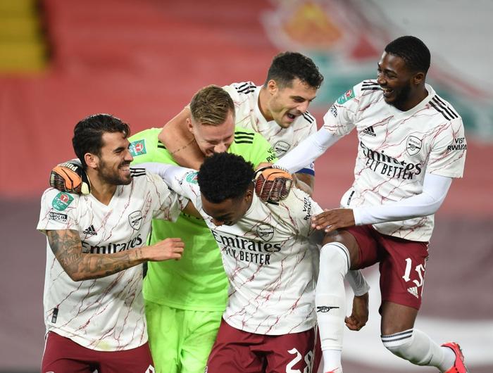 Thủ môn hóa người nhện, Arsenal hạ gục Liverpool ở loạt sút luân lưu cân não - Ảnh 8.