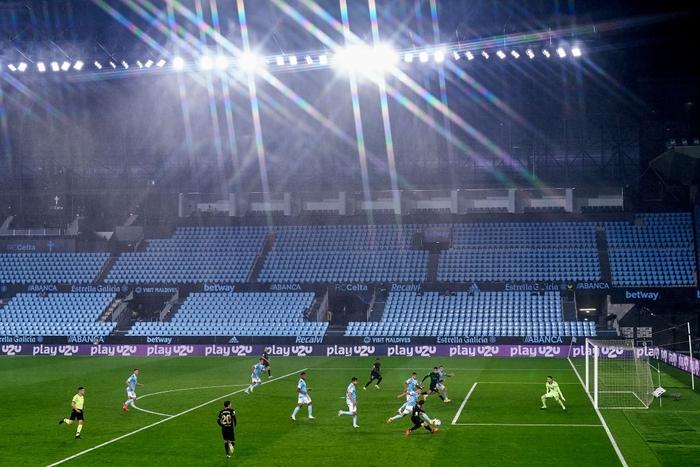 Messi solo khiến đối thủ phản lưới, Barcelona lại thắng tưng bừng dù phải chơi với 10 người - Ảnh 6.
