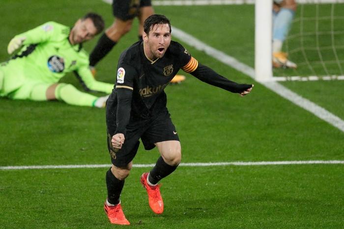 Messi solo khiến đối thủ phản lưới, Barcelona lại thắng tưng bừng dù phải chơi với 10 người - Ảnh 5.
