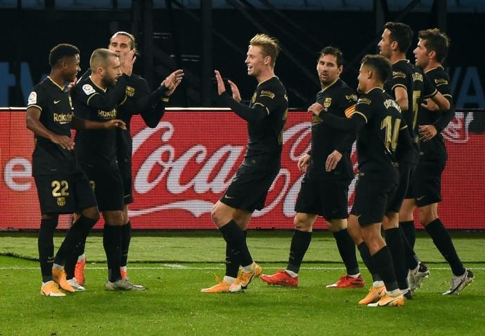Messi solo khiến đối thủ phản lưới, Barcelona lại thắng tưng bừng dù phải chơi với 10 người - Ảnh 3.