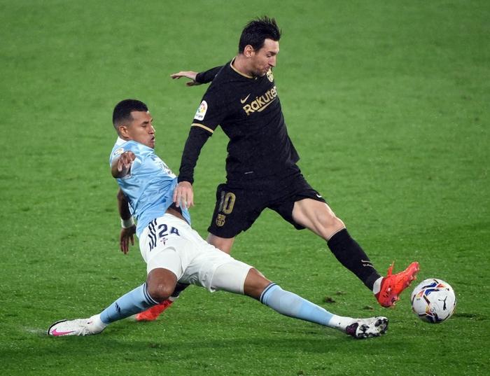 Messi solo khiến đối thủ phản lưới, Barcelona lại thắng tưng bừng dù phải chơi với 10 người - Ảnh 7.