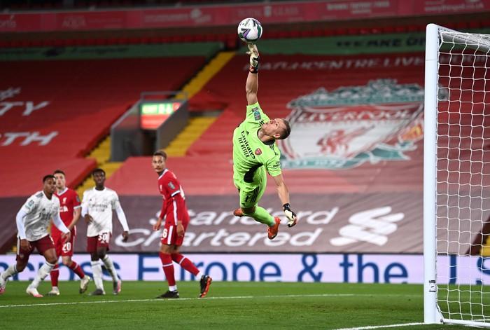 Thủ môn hóa người nhện, Arsenal hạ gục Liverpool ở loạt sút luân lưu cân não - Ảnh 4.