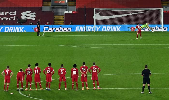 Thủ môn hóa người nhện, Arsenal hạ gục Liverpool ở loạt sút luân lưu cân não - Ảnh 7.