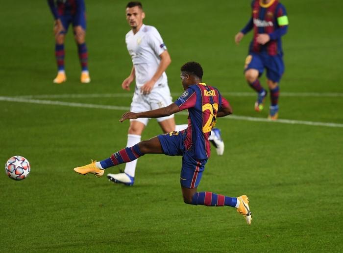 Barcelona đại thắng 5-1 trận ra quân Champions League: Messi cân bằng kỷ lục với huyền thoại MU - ảnh 5