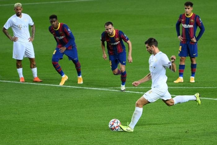 Barcelona đại thắng 5-1 trận ra quân Champions League: Messi cân bằng kỷ lục với huyền thoại MU - ảnh 8