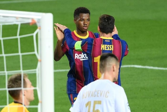 Barcelona đại thắng 5-1 trận ra quân Champions League: Messi cân bằng kỷ lục với huyền thoại MU - ảnh 4
