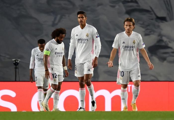 Đối thủ vắng tới 10 trụ cột vì nhiễm Covid-19, Real Madrid vẫn thua sốc 2-3 ở trận ra quân Champions League - Ảnh 1.
