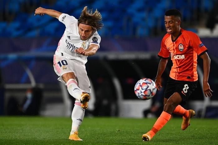 Đối thủ vắng tới 10 trụ cột vì nhiễm Covid-19, Real Madrid vẫn thua sốc 2-3 ở trận ra quân Champions League - Ảnh 7.