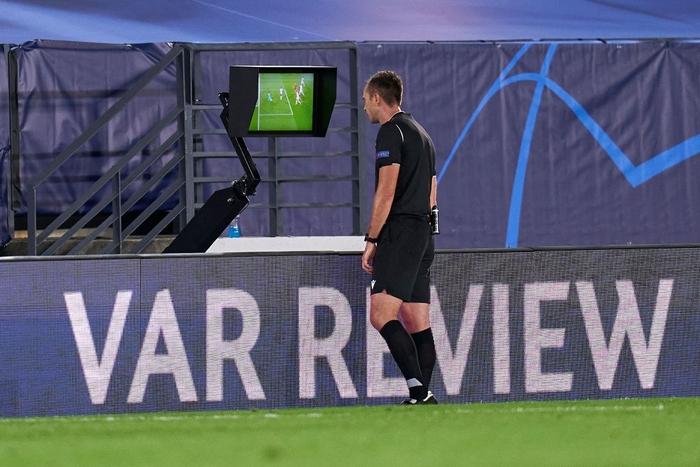 Đối thủ vắng tới 10 trụ cột vì nhiễm Covid-19, Real Madrid vẫn thua sốc 2-3 ở trận ra quân Champions League - Ảnh 10.