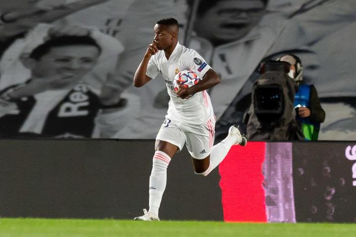 Đối thủ vắng tới 10 trụ cột vì nhiễm Covid-19, Real Madrid vẫn thua sốc 2-3 ở trận ra quân Champions League - Ảnh 8.