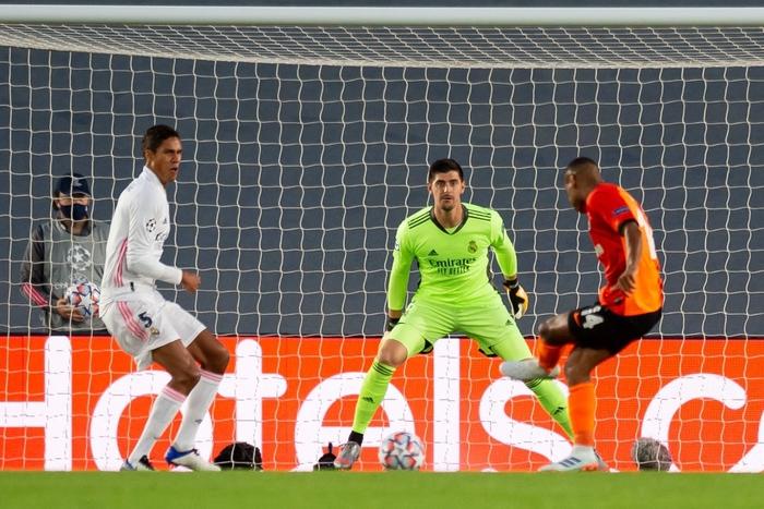 Đối thủ vắng tới 10 trụ cột vì nhiễm Covid-19, Real Madrid vẫn thua sốc 2-3 ở trận ra quân Champions League - Ảnh 3.
