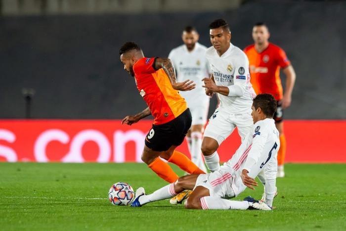 Đối thủ vắng tới 10 trụ cột vì nhiễm Covid-19, Real Madrid vẫn thua sốc 2-3 ở trận ra quân Champions League - Ảnh 4.