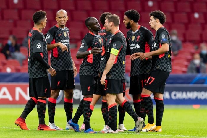 Trận đầu vắng trung vệ thép Van Dijk, Liverpool chật vật giành 3 điểm nhờ bàn thắng may mắn - Ảnh 1.