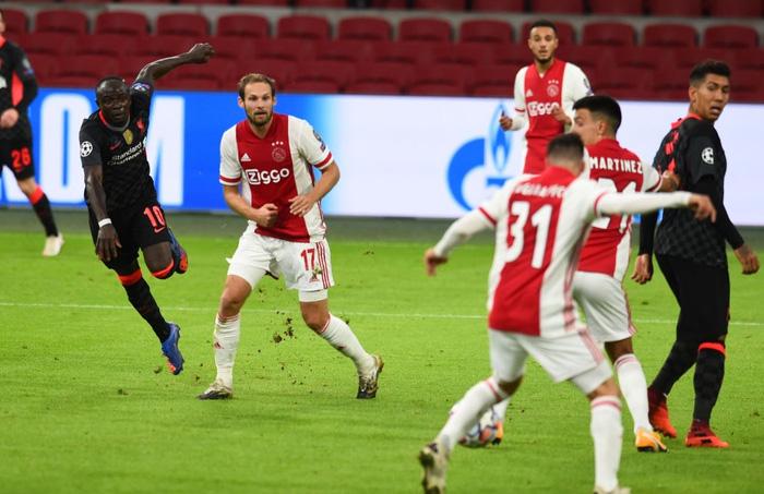 Trận đầu vắng trung vệ thép Van Dijk, Liverpool chật vật giành 3 điểm nhờ bàn thắng may mắn - Ảnh 2.