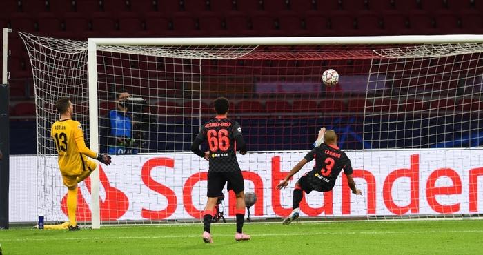 Trận đầu vắng trung vệ thép Van Dijk, Liverpool chật vật giành 3 điểm nhờ bàn thắng may mắn - Ảnh 5.
