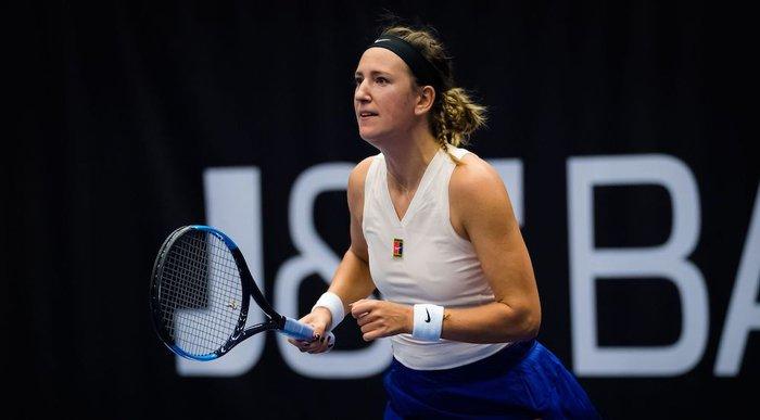 """Pha ghi điểm độc nhất vô nhị: Cựu nữ tay vợt số 1 thế giới đưa bóng """"dạo chơi"""" trên mép lưới và ăn điểm như hack - Ảnh 2."""