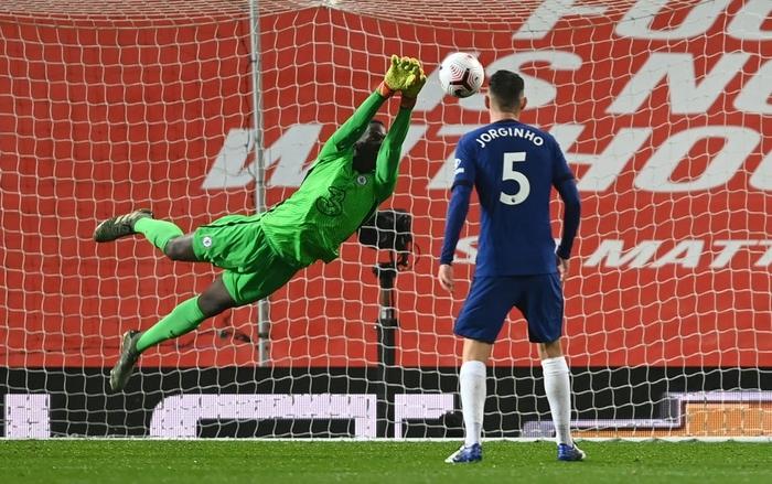 Bất lực trước thủ môn sếu vườn của Chelsea, Man Utd giậm chân ở vị trí thứ 15 - Ảnh 10.