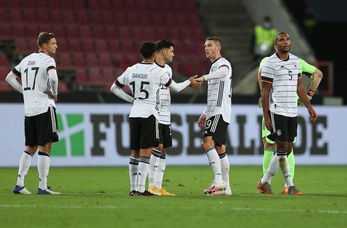 Tuyển Đức bị cầm hòa 3-3 kịch tính vì bàn thua phút 90+4, hai ông lớn Pháp và Italy thi nhau nghiền nát đội bạn với những tỷ số khủng khiếp - Ảnh 2.