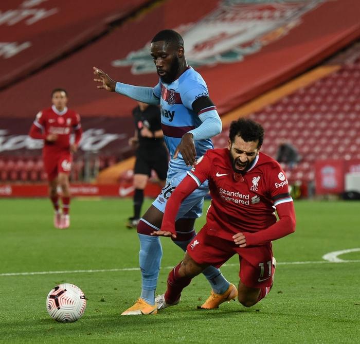 Kép phụ tỏa sáng, Liverpool ngược dòng thắng kịch tính để leo lên ngôi đầu Ngoại hạng Anh - Ảnh 6.