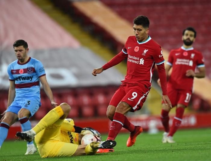 Kép phụ tỏa sáng, Liverpool ngược dòng thắng kịch tính để leo lên ngôi đầu Ngoại hạng Anh - Ảnh 5.