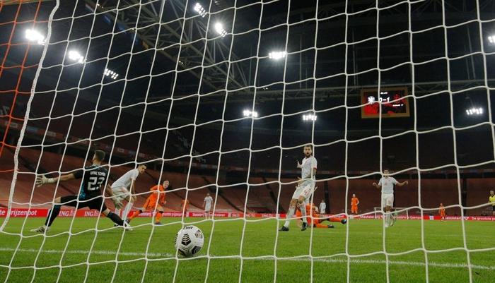 """Tân binh bị """"lãng quên"""" ở Man Utd: Donny van de Beek tỏa sáng, giải cứu ĐT Hà Lan trước Tây Ban Nha  - Ảnh 5."""