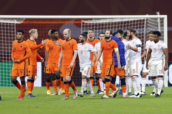 """Tân binh bị """"lãng quên"""" ở Man Utd: Donny van de Beek tỏa sáng, giải cứu ĐT Hà Lan trước Tây Ban Nha - Ảnh 9."""
