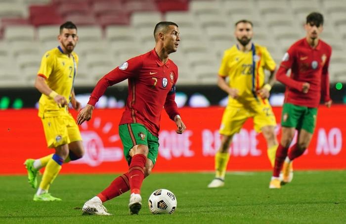 Ronaldo nổ súng giúp Bồ Đào Nha thắng 7-0, Pháp thua sốc 0-2 trước đối thủ dưới cơ - Ảnh 2.