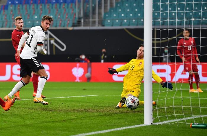 Ronaldo nổ súng giúp Bồ Đào Nha thắng 7-0, Pháp thua sốc 0-2 trước đối thủ dưới cơ - Ảnh 9.