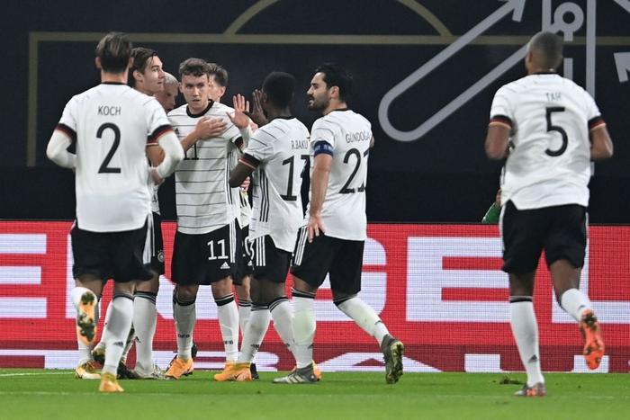 Ronaldo nổ súng giúp Bồ Đào Nha thắng 7-0, Pháp thua sốc 0-2 trước đối thủ dưới cơ - Ảnh 8.